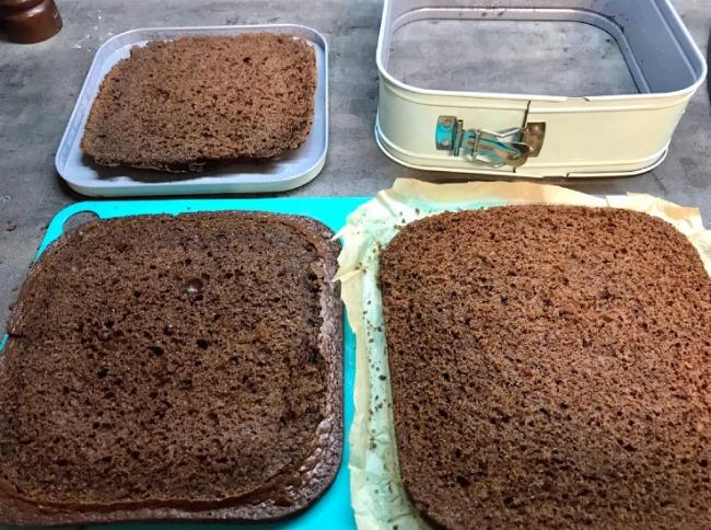Торт на швидку руку, просочувати не потрібно, збивати не потрібно, а смак - карколомний!
