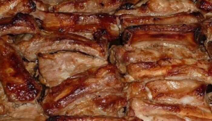Свинячі реберця в духовці - простий рецепт