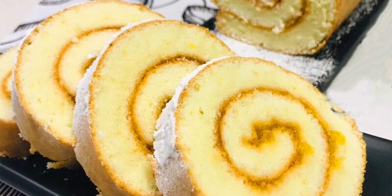 Бісквітний рулет з абрикосовим джемом - рецепт приготування