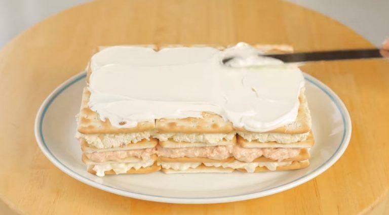 Кращий закусочний торт з крекерів і рибної консерви «Нептун»