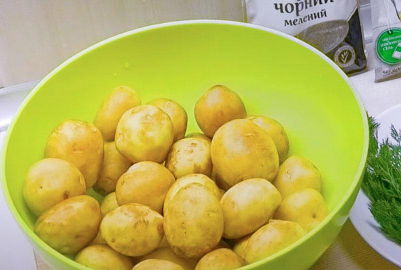 Як смачно приготувати молоду картоплю в духовці. З хрусткою скоринкою!
