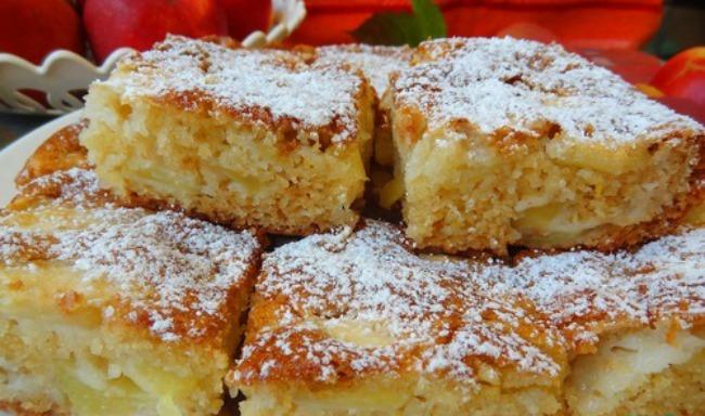 Яблучний пиріг без яєць на кефірі