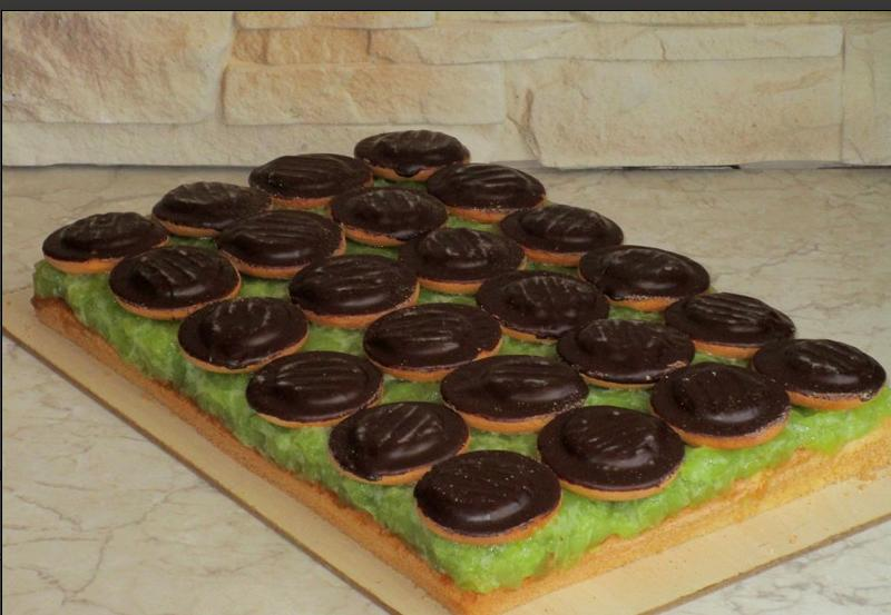 """Рецепт бісквітного торта з яблуками і збитими вершками """"Ніжність"""": дуже смачно"""