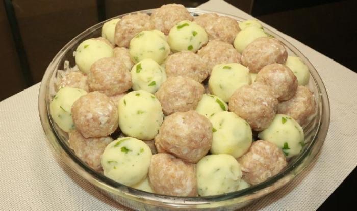 Приготувала вечерю з картоплі і фаршу: вийшло не тільки смачно і ситно, а й оригінально