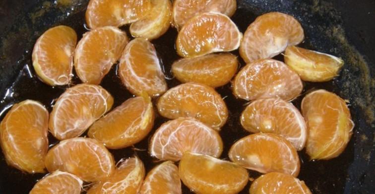 Розсипчастий ніжний кекс з мандаринами і сухофруктами