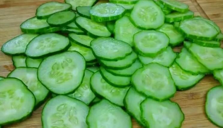 Салат з огірків «Зимовий король»: його не треба стерилізувати і він дуже добре зберігається